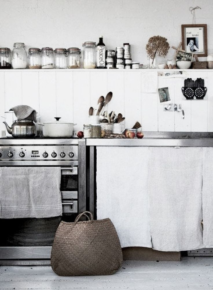 Modern rustic. White, wood and linen. My autumn kitchen inspiration.