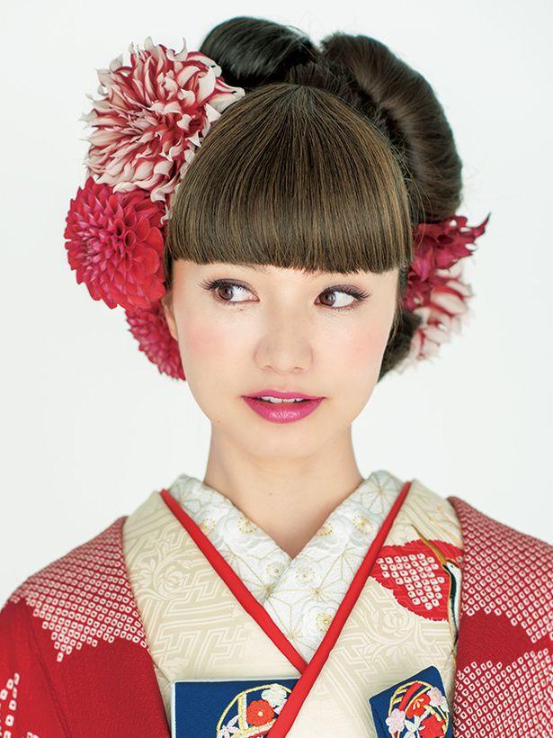 真ん丸シニヨンと真ん丸ダリアが印象的♡ 色打掛に合うシニヨンヘア一覧。白無垢・色打掛を着る際の髪型の参考に☆