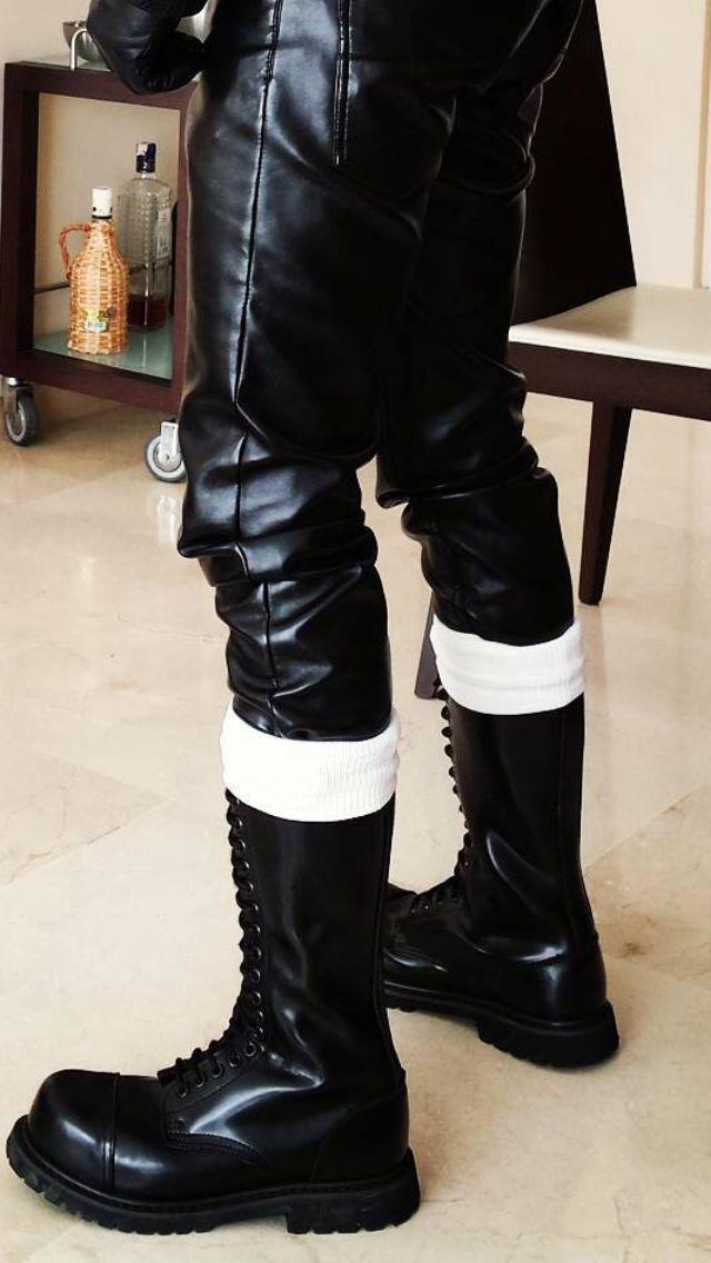 8585 besten leather uniform bilder auf pinterest leder f r m nner leder und hei e m nner. Black Bedroom Furniture Sets. Home Design Ideas