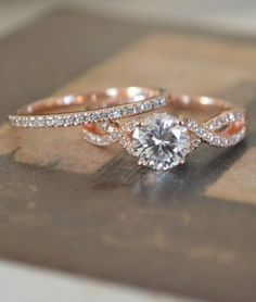 Rose gold is so pretty! So is this set. #RoseGoldJewelry #Ring #EngagementRing #WeddingRings