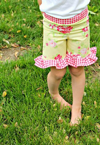 """Fat Quarter Project ~ """"Everyday Play"""" Ruffle Shorts « by Kirsten from the Lovespun Studio for the Sew,Mama,Sew! Blog"""