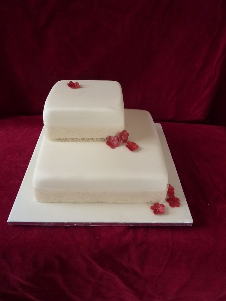 Square wedding cake, small red flowers, contemporary, simple