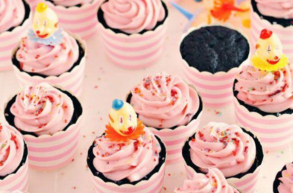 Τα cupcakes έχουν γίνει η τελευταία λέξη της μόδας μετά τα frozen yogurt. Δείτε πώς να τα φτιάξετε μόνοι σας και έπειτα... πειραματιστείτε με δικές σας γεύσεις.