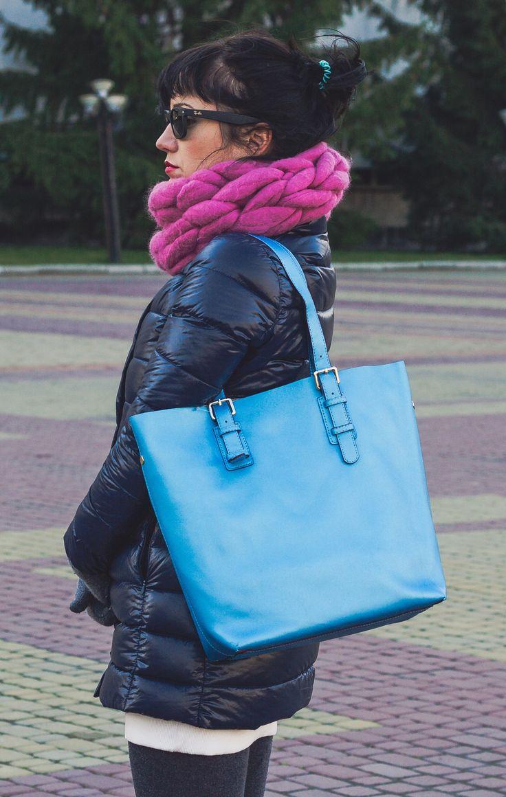 Мода - это когда юбка хорошо сидит 😉, когда брюки визуально удлиняют ноги 👯 Когда женщина взяла в руки новую сумку и у неё поменялась жизнь 👻👜💼👠💃🏻🌇 #bags #живыесумки #womenbags