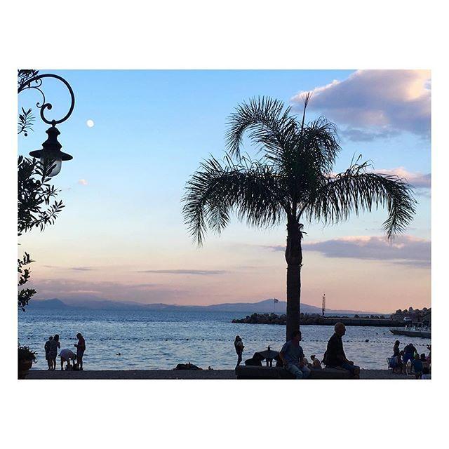 🌴 #beauty #travel #instagood #photooftheday #costieraamalfitana #natureporn #landscape #landscapephotography #iphonephoto #iphoneonly #love #sunset #blue #sky #skyporn #sea #instamoment #photoglobe #instaplaces #igerscampania
