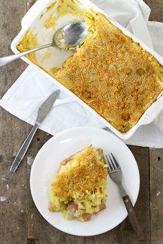 Recept om een hele lekkere witlofschotel met ham en kaas te maken. In de aardappelpuree zitten witlofrolletjes met ham en kaas verstopt.