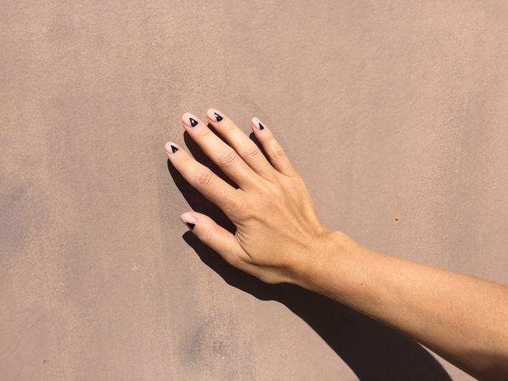 Black triangle nails #nails #gelnails #nailinspiration #negativenails #blacktrianglenails