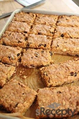 Barras de almendras y miel (Almonds and honey barrs) http://www.srecepty.es/receta/barras-de-avena-y-miel