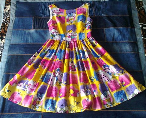 dress with cartoon mice Egeres ruha, Ruha, divat, cipő, Női ruha, Ruha, Vidám, egérmintás ágyneműhuzatból készült nyári ruha. Felsőrésze bélelt, hátul középe..., Me...