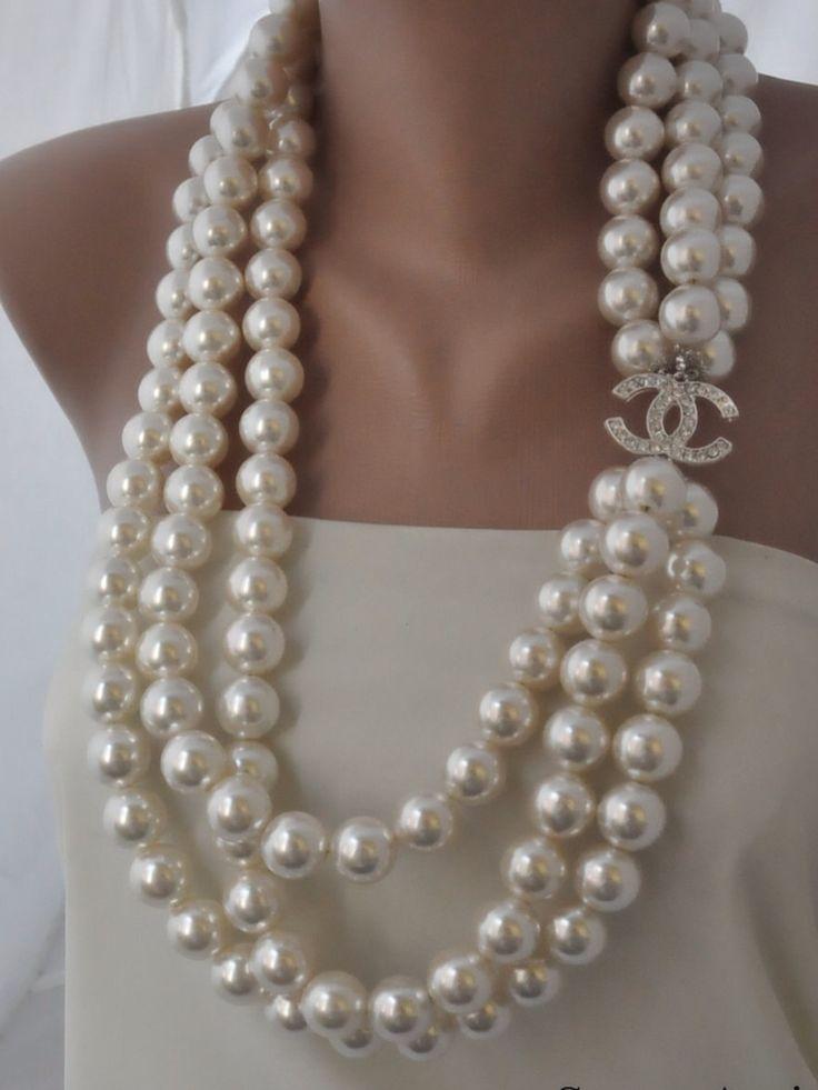 best 25 chanel pearl necklace ideas on pinterest chanel. Black Bedroom Furniture Sets. Home Design Ideas