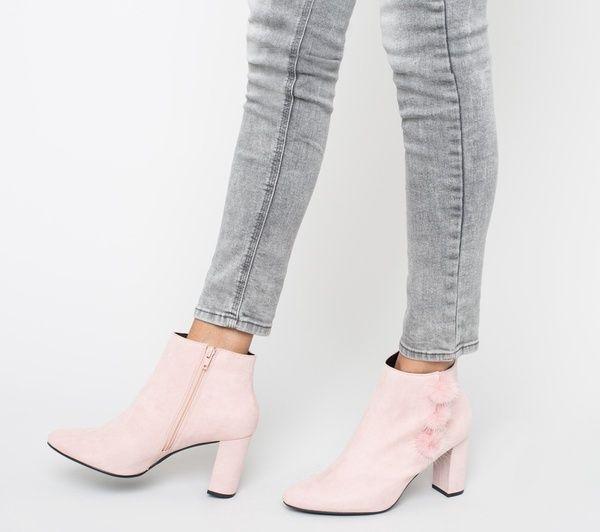 Boots rose à talon avec pompons fourrure @Eram_shoes