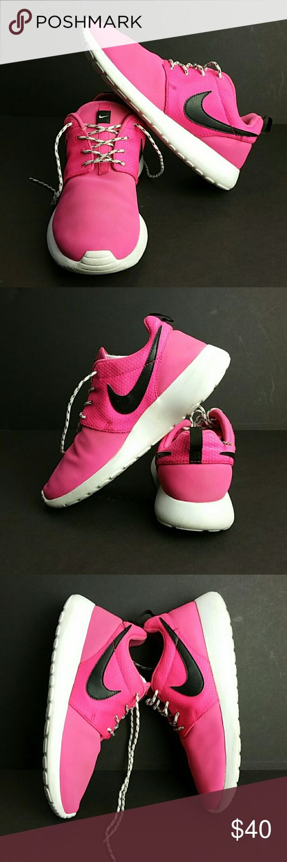 NIKE ROSHE RUN PINK FORCE YOUTH/WOMEN SHOES IN GOOD CONDITION   THIS IS A YOUTH SIZE 6Y WHICH IS WOMEN SIZE 7.5  SKE # KU5 NIKE Shoes Athletic Shoes