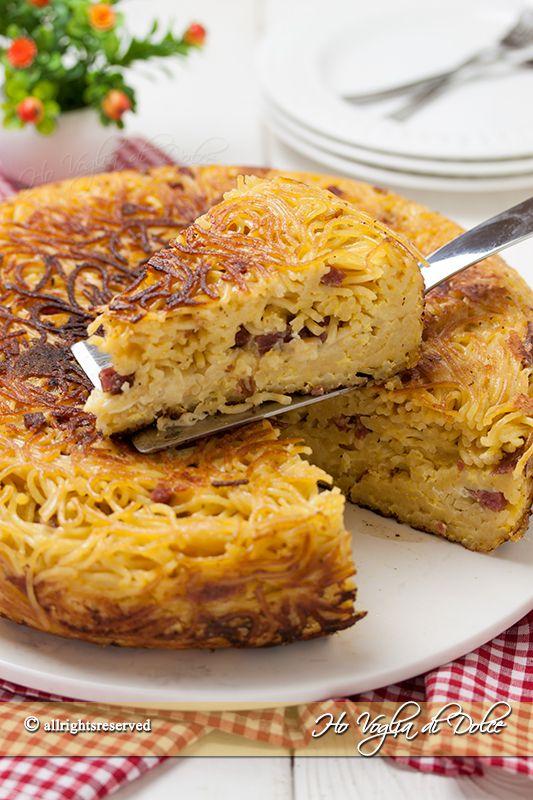 Frittata di maccheroni o spaghetti, ricetta napoletana nata per consumare gli avanzi, svuotafrigo, perfetta come pranzo unico, aperitivo e scampagnate.