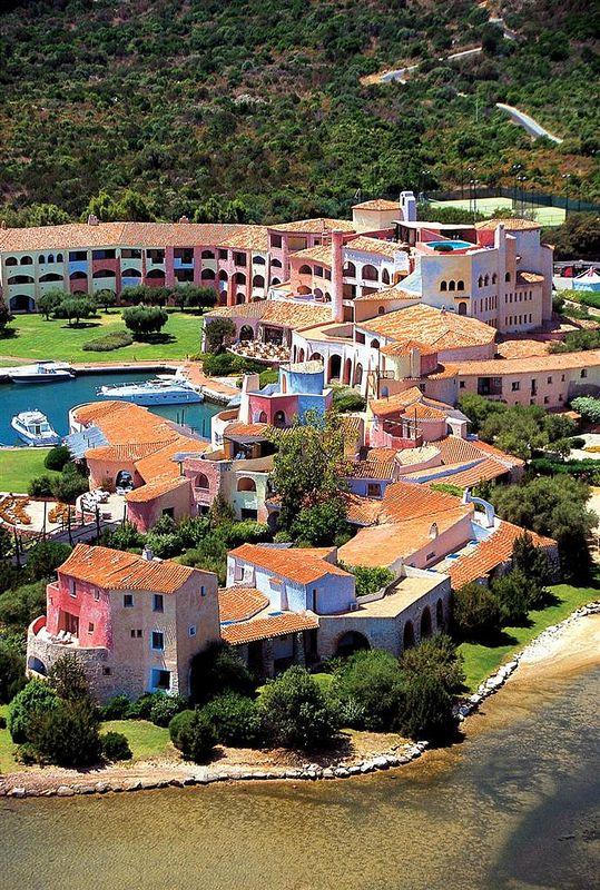 Hotel Cala di Volpe, Costa Smeralda—Hotel Cala di Volpe aerial view | por Luxury Collection Hotels and Resorts