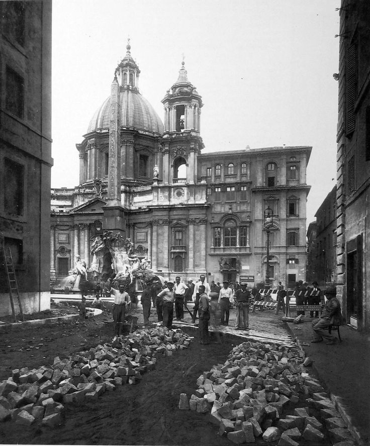 Fontana dei Fiumi. Lavori di allargamento anno 1930