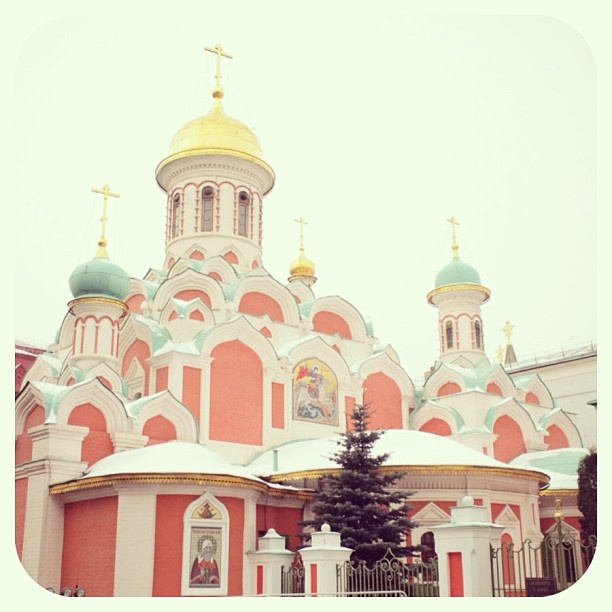 ロシア、モスクワ。カザンの聖母聖堂。 The Church of the Kazan icon of the Mother of God in Moscow, Russia. - @iokamiho- #webstagram