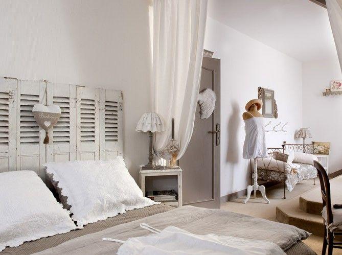Les 25 meilleures id es concernant t tes de lit volets sur pinterest cham - Chambre ambiance romantique ...