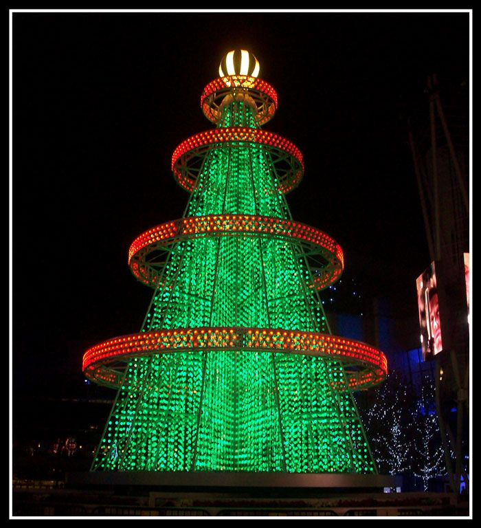 Spectacular Outdoor Christmas Trees | Unique christmas ...