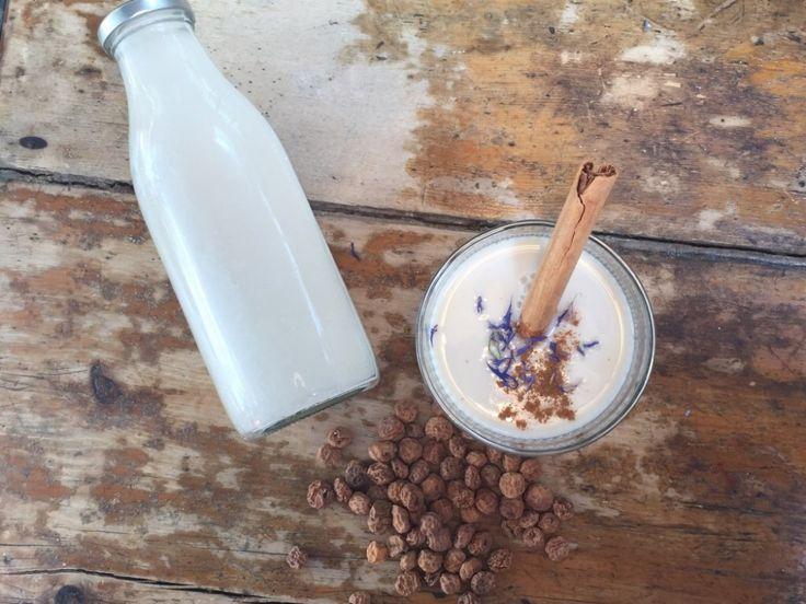 Best Ever #TigerNut Milk Recipe (Horchata De Chufa) - A healthy, #vegan alternative to #dairy! Yumbles.com