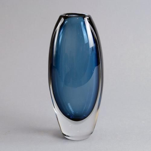 """Glass """"Sommerso"""" vase by Vicke Lindstrand for Kosta A2114"""