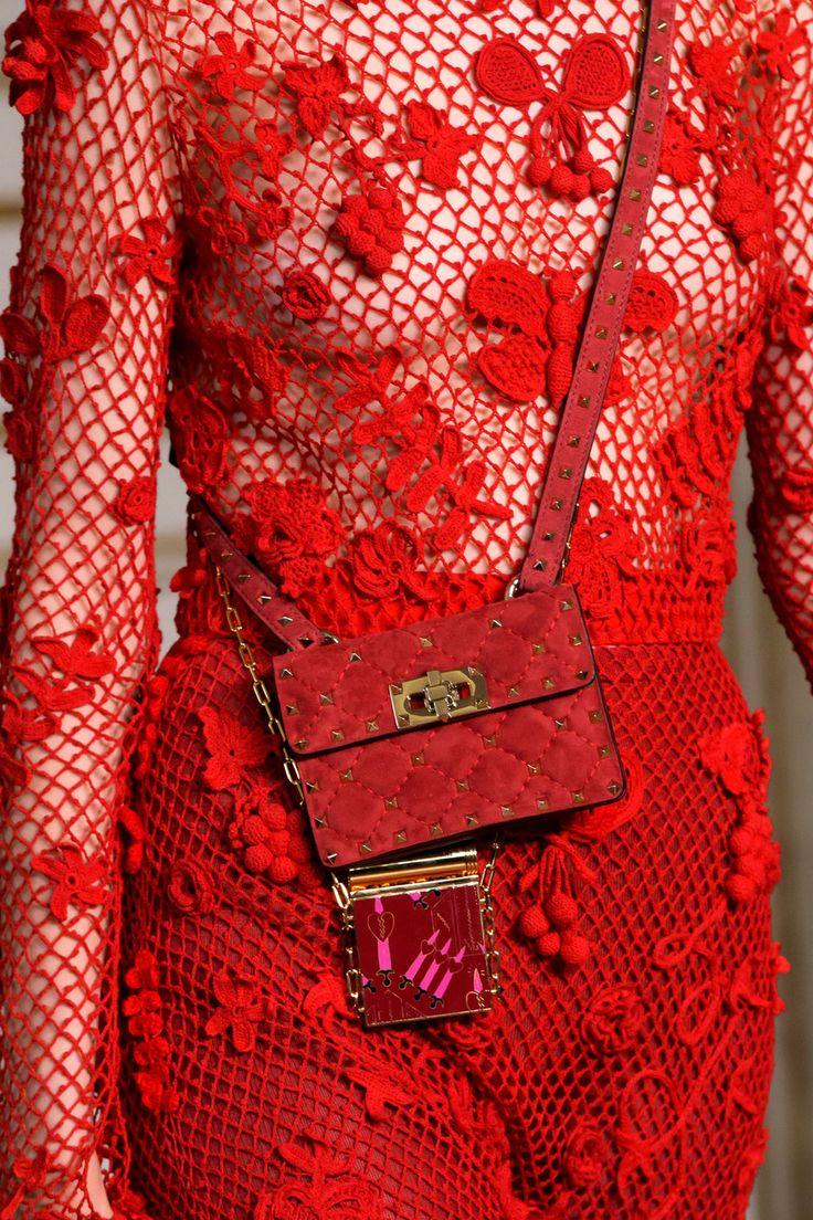 Valentino at Paris Fashion Week Spring 2017 - (Details)