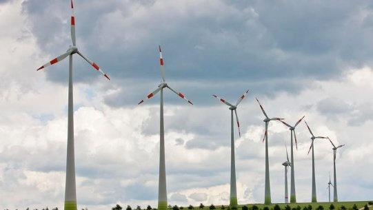 Energetischer Dreisprung    Es sind drei Wünsche auf einmal: Sauber, sicher und bezahlbar soll der Strom in Deutschland sein. Drei Sichtweisen