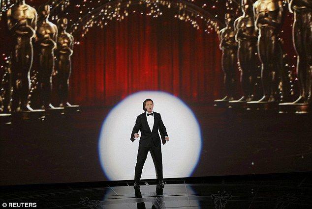 Οσκαρ 2015: Θρίαμβος για το Birdman -Η θεά Τζούλιαν Μουρ αγκαλιά με το χρυσό αγαλματίδιο -Ολα τα βραβεία [λίστα & εικόνες] | iefimerida.gr