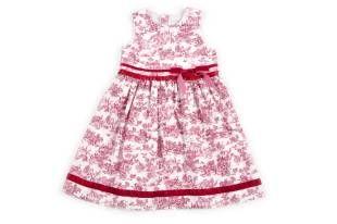 Vestido para niña, con estampado en color vinotinto.