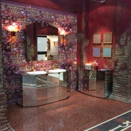 Зеркальный гарнитур для ванной Originali Interni Italiani на фоне новой коллекции керамической плитки Primavera Romana. Дизайн Анджело Маркези, #Petracer #madeinItaly #Mosbuild2015 #Smalta #smaltaitaliandesign #coffeeproject #coffeeandproject #design #designinspiration #bestdesign #ванная #дизайн_интерьера #стильныйдом #дом #дача #ремонт #luxe #плитка #мозаика #аксессуары #шик #мебельдляванныхкомнат