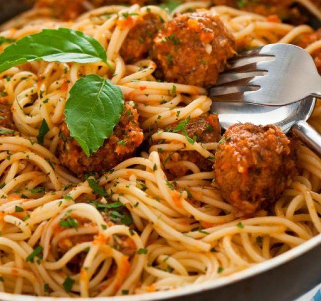 Recept Italská omáčka na špagety s masovými kuličkami