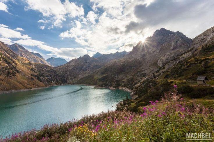 Amanecer en lago Barbellino Val Seriana valle en Italia by machbel