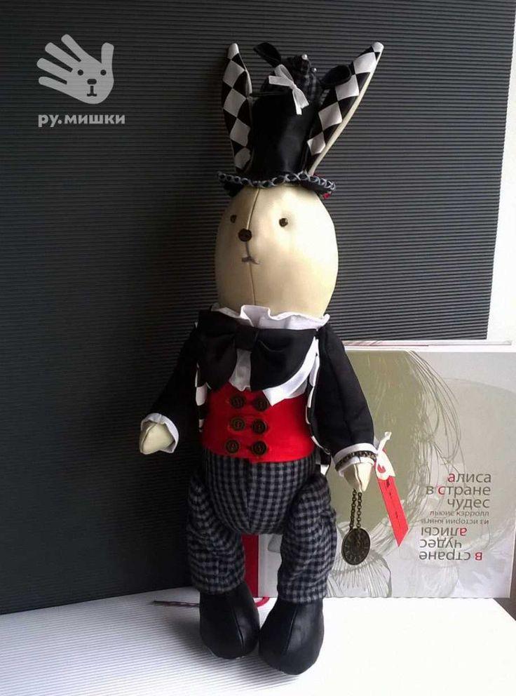 Мартовский заяц, http://instagram.com/rumishky   #handmade #ручнаяработа #текстиль #игрушкиназаказ #мартовскийзаяц #заяц #белыйкролик #подарки #алисавстранечудес #кэрролл