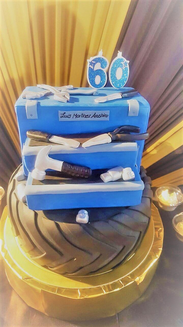 Torta personalizada de llanta con caja de herramientas. Pedidos vía inbox o whatsapp al 965766415