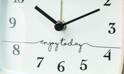 【楽天市場】目覚し時計【Fredericia [ フレゼレシア ]】時計|目覚まし時計| シンプルなグラフィックと四角いフォルムが特徴的なベル時計時計|目覚まし時計|おしゃれ|レトロ|とけい|目覚まし|可愛い|デザイン|ベル:ヒナタデザイン