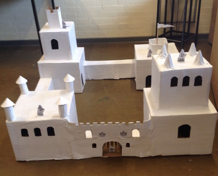 Recycling emballage/ paper mache castle ready to play or ...