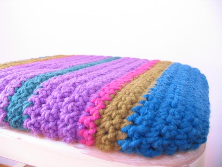 Crochet stool. http://www.vintagebazaar.hu/termek.php?id=73