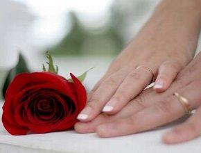 """Первая годовщина свадьбы - как праздновать? Говоря о первой годовщине свадьбы, не стоит забывать, что называется она """"ситцевой"""", что указывает на хрупкость"""