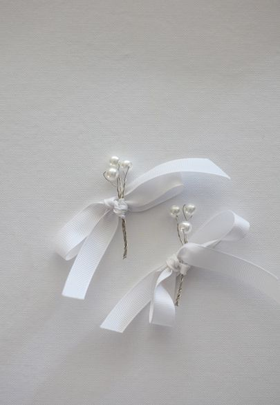 Silver and pearls boutonieres for the groom and best man- Mitheo Events | Concept Events Styling