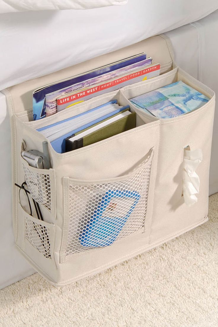 STIK GAVE bankleuning hanger voor bril/haakwerkje boekjes/afstandbediening Bedside Caddy // better than a nightstand, with pockets for glasses, a box of tissues, magazines, books, phone etc.