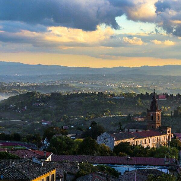 В понедельник Бодхисаттва напоминает всем добрым жителям Земли: берегите взрослых.  #umbria #perugia