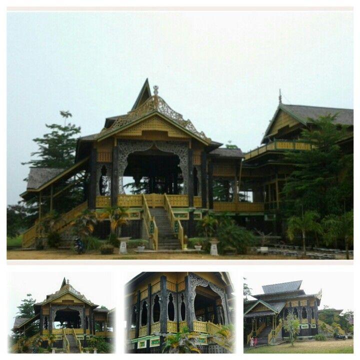 Rumah Adat - Kalimantan Barat, Indonesia (Traditional House)