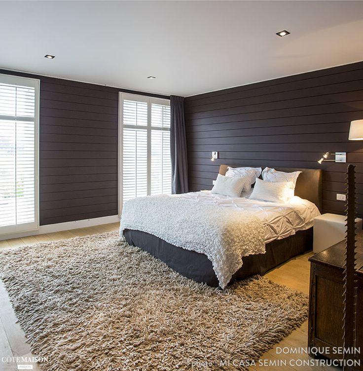 Une chambre ultra cocooning avec tapis de poils, couverture en laine, et coussins en laine