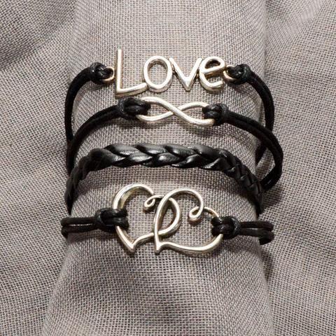 Damesarmband Love Forever  Deze wikkelarmband, ook wel wraparmband genoemd, staat symbool voor de liefde tussen twee personen. Het maakt niet uit of dit gaat om de onvoorwaardelijke liefde tussen familie of om je liefde voor je vriend of vriendin, platonisch of niet. Deze armband zal je herinneren aan jullie band.