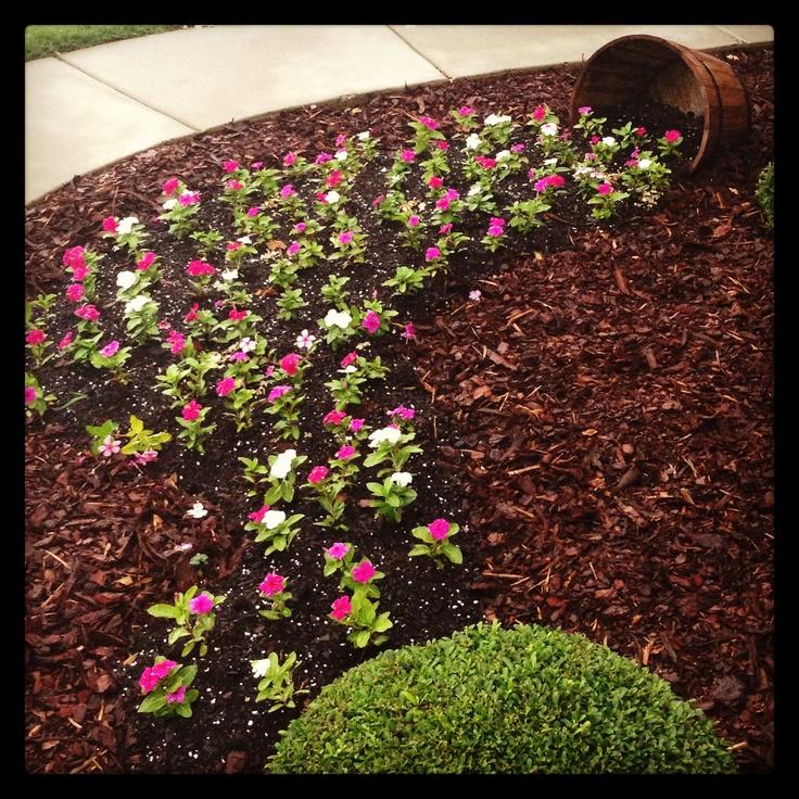15 Amazing Spilling Flower Landscape Design Ideas: 75 Best Images About SPILLING FLOWERS On Pinterest