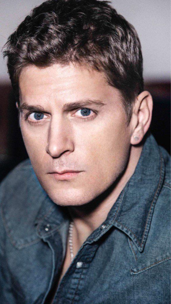 """Rob Thomas on Twitter: """"Sending love and good vibes to @3ambarbie right now"""""""