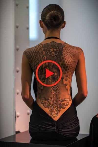 Das Kleid auf die Haut tätowiert in 2020 | Tattoo rücken