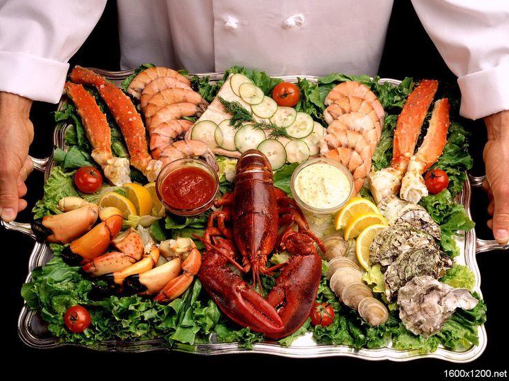Закуски из морепродуктов все чаще появляются на  нашем праздничном столе, этому способствуют  изумительный вкус и быстрота приготовления блюд  из морепродуктов креветок, мидий и кальмаров  и устриц.