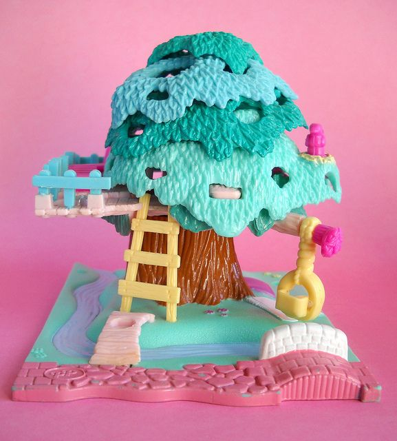 I still have my tree house! The little kid in me wants to start collecting Polly Pockets again!!