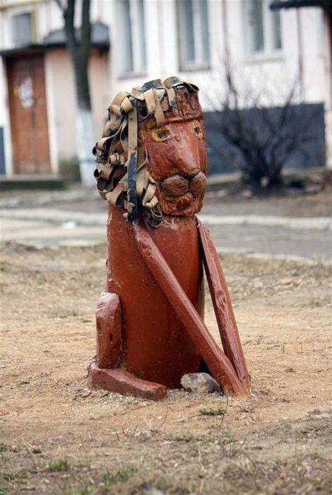 «Детские» скульптуры во двориках, которые приводят в недоумение — Мой дом
