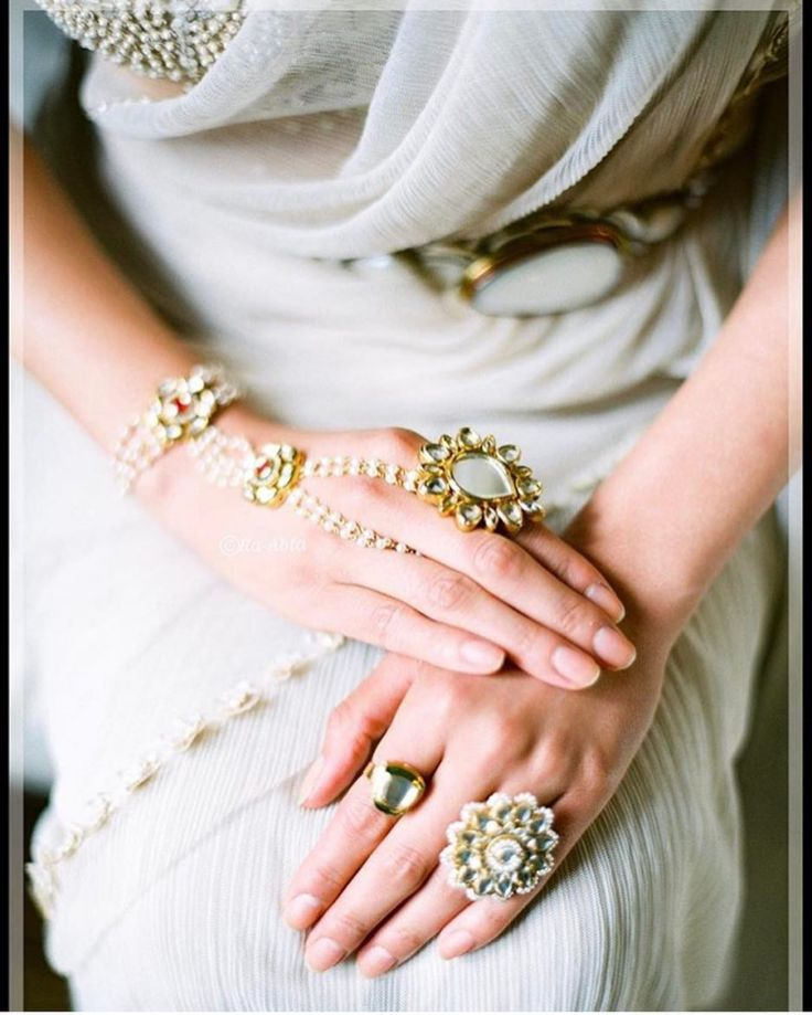 Pearl jewellery into wedding fashion